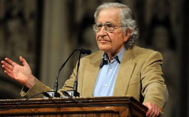 mini.press: Ιστορία-1928 Γεννιέται ο Νόαμ Τσόμσκι, κορυφαίος Αμερικανός γλωσσολόγος και φιλόσοφος. «Υπάρχουν άνθρωποι στη Γερμανία που θέλουν να αποκτήσουν οτιδήποτε πολύτιμο υπάρχει στην Ελλάδα, επιβάλλοντας συνθήκες οικονομικής σκλαβιάς και ψυχολογικής πίεσης στους Έλληνες» 1941 Β΄ΠΑΓΚΟΣΜΙΟΣ  ΠΟΛΕΜΟΣ: Αιφνιδιαστικά νωρίς το πρωί-07.55-οι Ιάπωνες βομβαρδίζουν την Αμερικανική βάση στη Χαβάη, στο Περλ-Χάρμπορ.