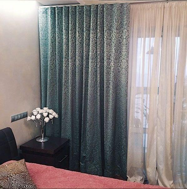 Для оформления #окна в спальне дизайнер @julia_egunova выбрала #жаккрад с элегантным блеском коллекция Sicily #galleria_arben #fabric #шторы