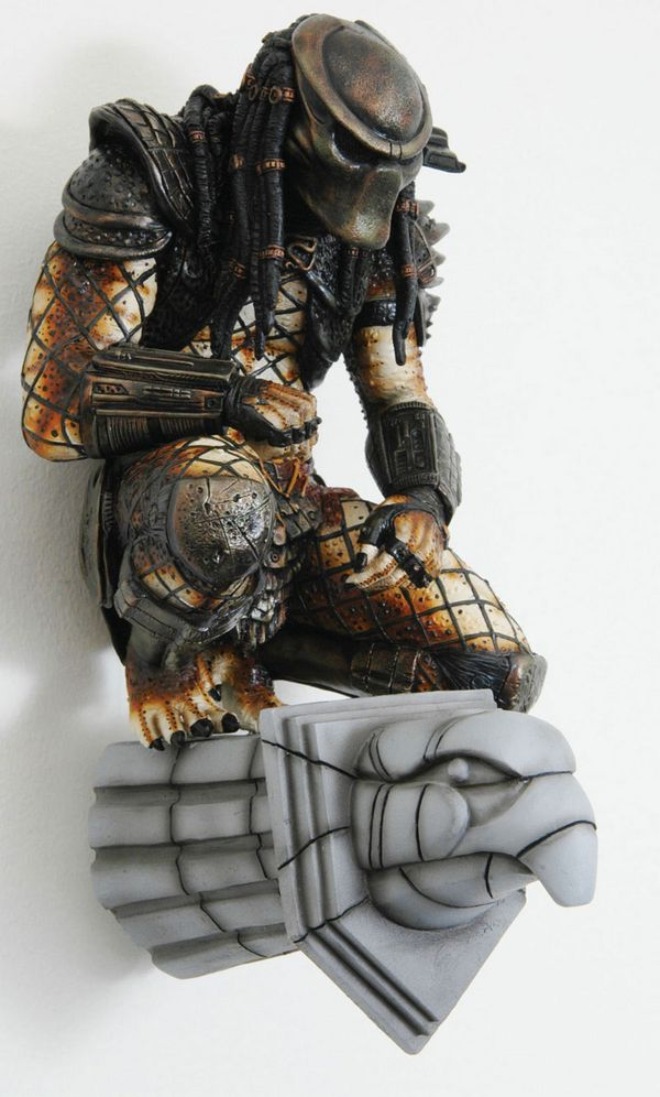 Predator 2 wall statue: overall, I'm not a fan of the second movie, but the look of the Predator (and weapons) from this movie are my favorite.