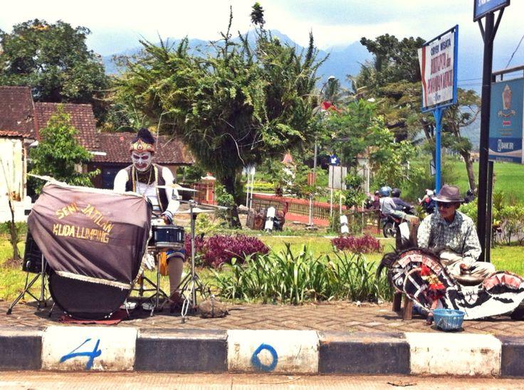 "Javanese traditional arts ""kuda lumping"" entertain people at traffic lights"