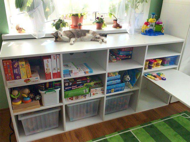 Стол-стеллаж для игрушек и творчества мальчика 3х лет.