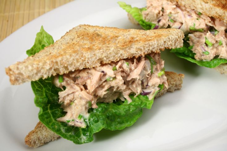 Volkoren brood met tonijnslalade