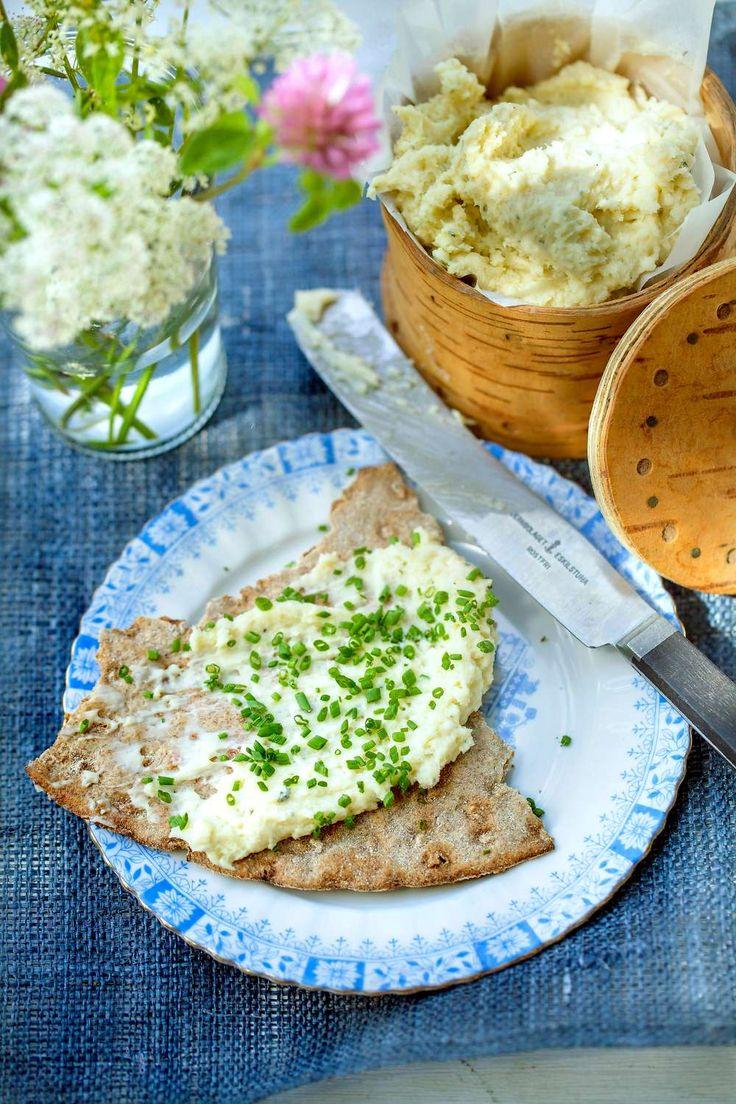 Oströran potkäs är underbar att breda på knäckebröd. Den här är smaksatt med whiskey. Av Lisa Lemke.  Foto Åsa Dahlgren.