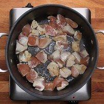Cuisiner tous les ingrédients en même temps quand vous cuisinez tout dans une seule casserole. | 12 erreurs que vous faites peut-être quand vous cuisinez des pâtes