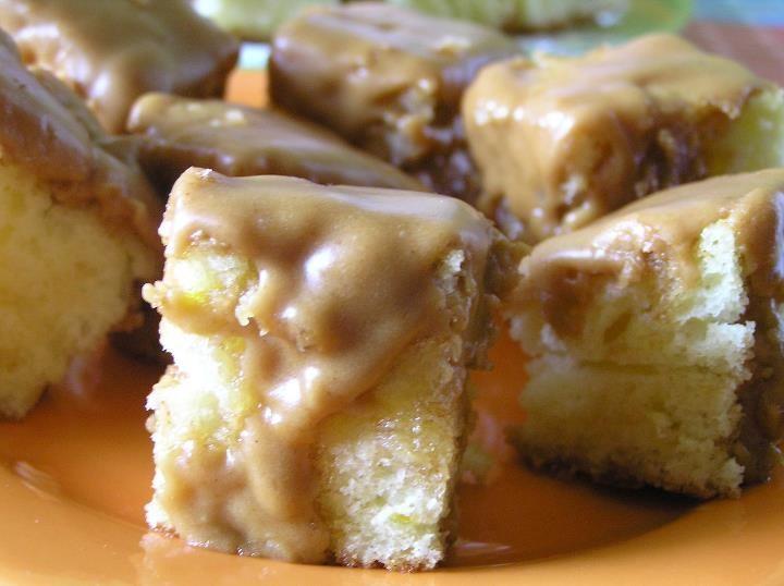 Caramel glazed mini cake / Mini prajitura cu glazura de caramel
