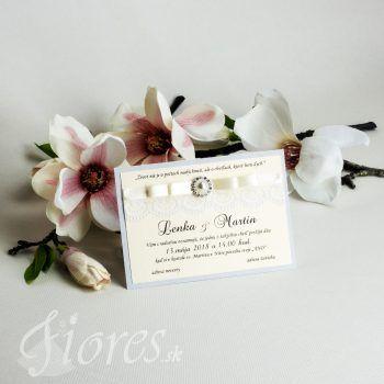 Jemné a elegantné svadobné oznámenie pozdĺžneho typu. Text oznámenia je tlačený na veľmi kvalitný luxusný výkres bledokrémovej farby so zlatými odleskami. #weddingcard #wedding  #invitation #fiores #fioressk