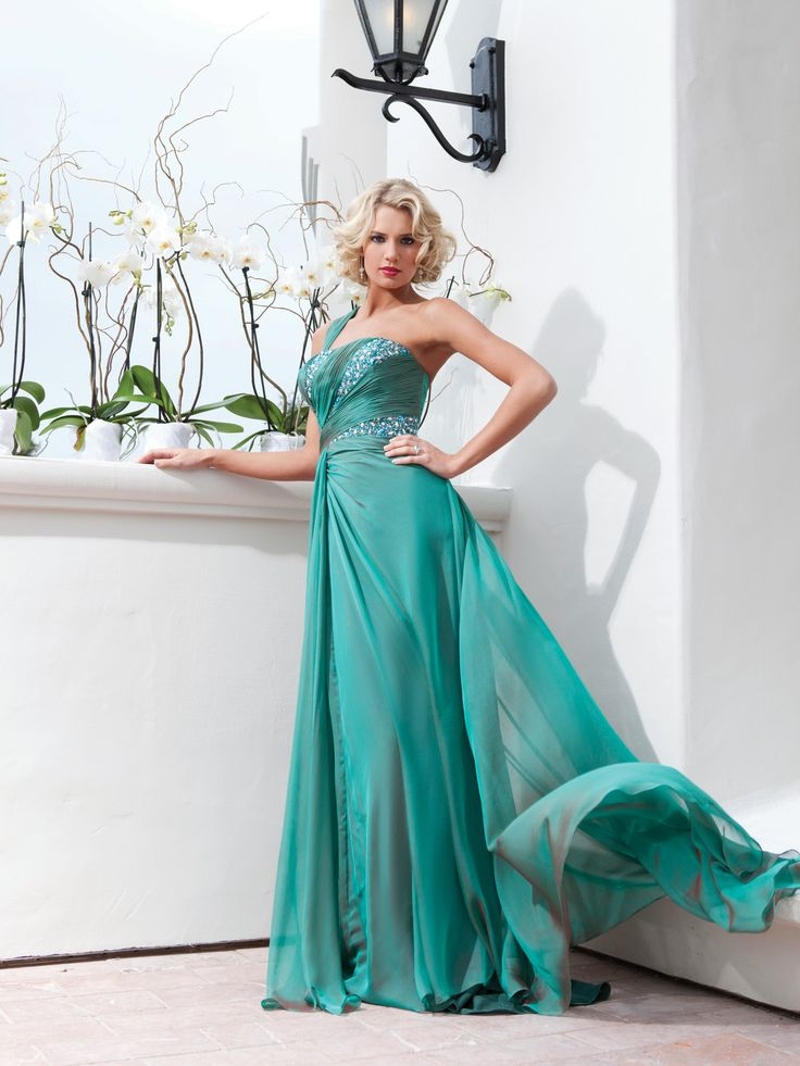 Elegant one shoulder sleeveless chiffon bridesmaid gown
