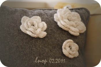 Customized pillow with crochet flower (design lnop)