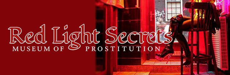 Één van de bekendste toeristische attracties van Amsterdam is de Wallen. De zeker 900 dames van lichte zeden trekken per dag behoorlijk wat bezoekers. Toch is er veel meer te ontdekken in de Rosse Buurt, zoals bijvoorbeeld het Red Light Secrets: Museum of Prostitution.
