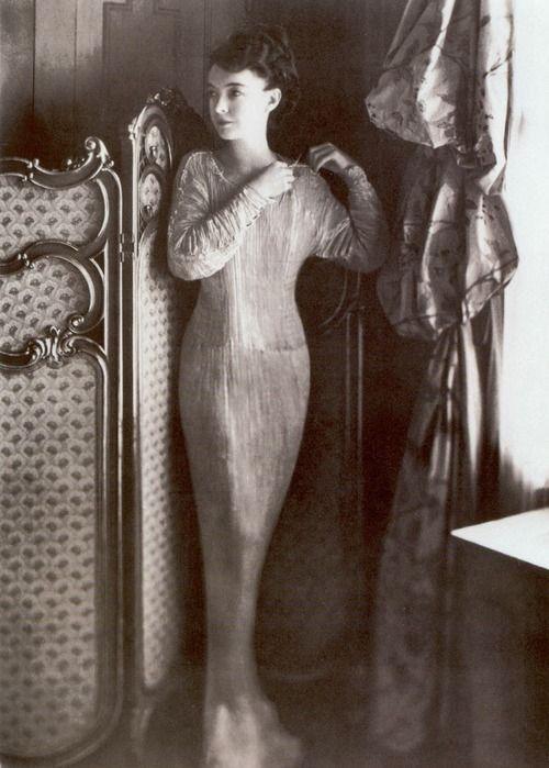 Lillian Gish in Fortuny Delphos dress, c. 1920.: 1920 S, Fashion, Lillian Gish, Delpho Dresses, Delpho Gowns, 1920S, Fortuni Delpho, Lilliangish, Mariano Fortuni