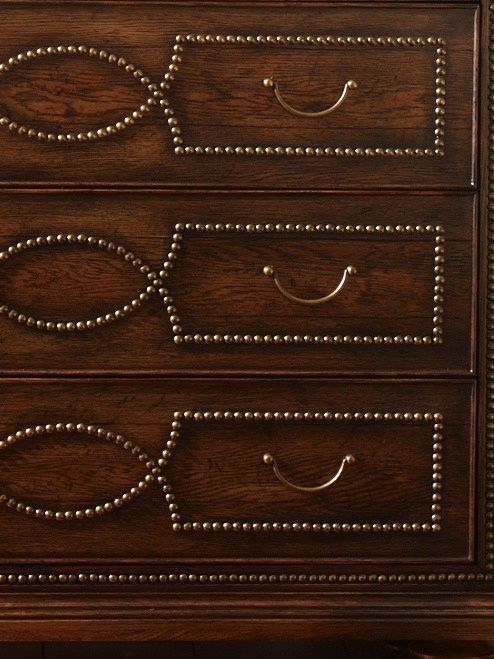 nailhead decorating trend