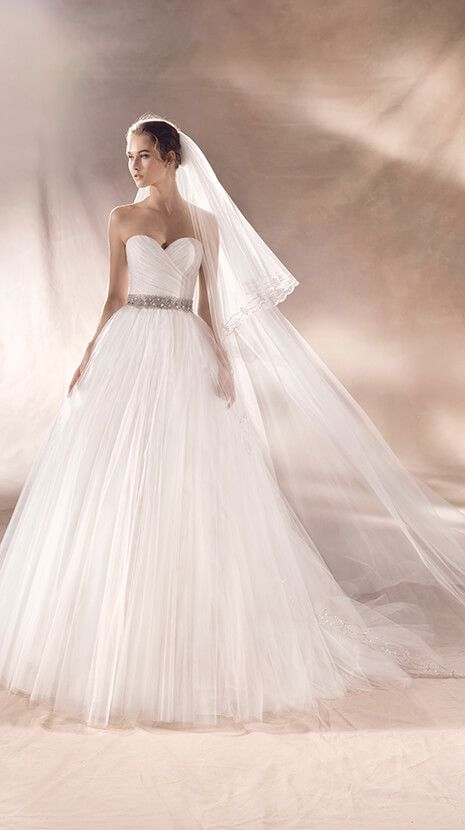 Steisy from Pronovias is available at Sincerely, The Bride located in the Vancouver, WA/Portland Metro area. #sincerelythebride #oregonbride #nwbride