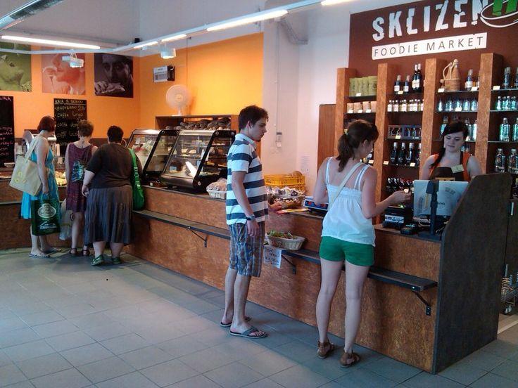 Sklizeno v centru dění   Lokální i evropské potraviny pod jednou střechou! To je foodie market Sklizeno v centru Brna na Josefské!