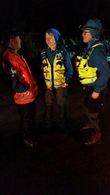 @annvenne: Seks hundeekvipasjer dro ut på oppdrag i natt http://bit.ly/1OpfJ5u via @redningshunder
