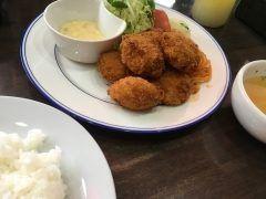 こんにちは()今日は大阪から神戸へ遂に洋食の赤ちゃんへ行きました()いただいたのは貝柱フライセット貝柱の大きい事() 備え付けのスパゲティキャベツ自家製タルタルコンソメスープ 全て絶品でした()     #兵庫県 #神戸市兵庫区 #洋食の赤ちゃん #スペシャルパークチャップが人気 #スペシャルハンバーグもあるよ #も一つトドメにスペシャルビーフカツセット(ω) tags[兵庫県]
