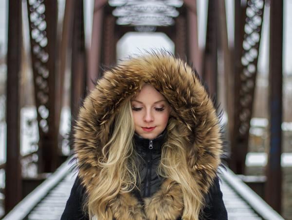 Winter travel presents many challenges. Let's tackle one of them; packing all those bulky clothes! Here are 7 simple ways to help you pack light, even with winter clothing.