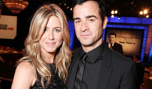 Acteur Justin Theroux vroeg Jennifer Aniston ten huwelijk opzijn 41ste verjaardag - http://on-msn.com/MThlaL