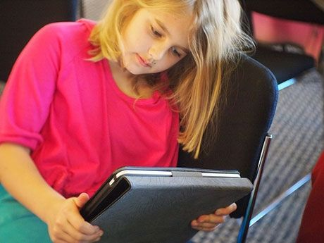 Keep your kids reading over the holiday break these interactive apps for winter reading.