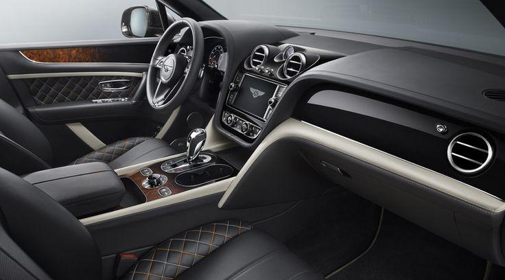 Новые 22-дюймовые колёса Mulliner Paragon, необычный шпон, уникальная многоцветная прострочка... Автомобиль — словно выставка возможностей ателье.