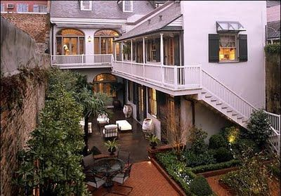 courtyard of Angelina Jolie/Brad Pitt house in the French Quarter
