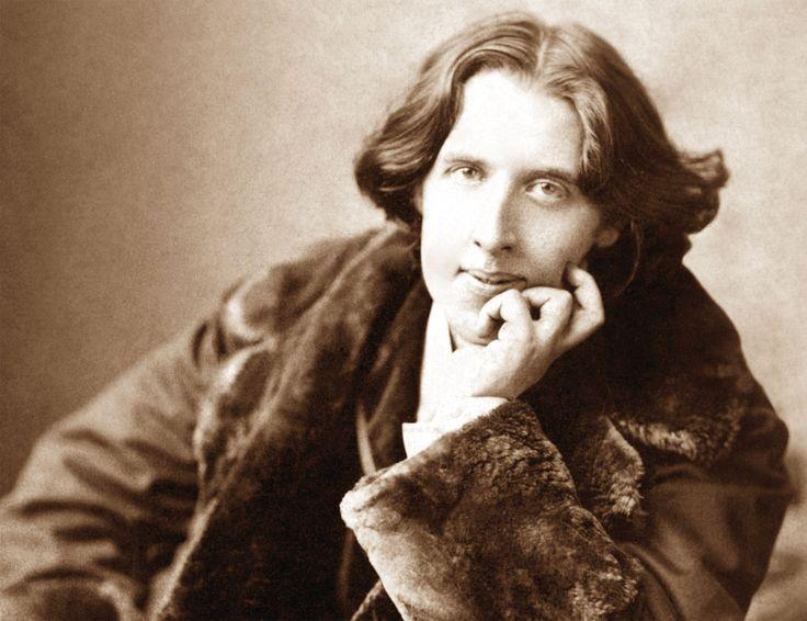Oscar Wilde • L'amore non è cieco, è presbite: prova ne sia che comincia a scorgere i difetti man mano che s'allontana.
