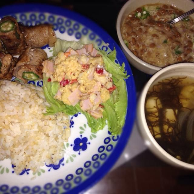menu♡おくらの肉巻き、ポテトサラダ、玄米ごはん、もずくスープ、オクラとろろ納豆 - 0件のもぐもぐ - オクラの肉巻き✌︎ by mru