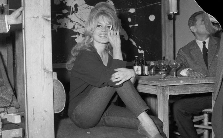 Het bouffant kapsel van #BrigitteBardot is hot. En zo krijg je dat haar zelf! >>  #hair