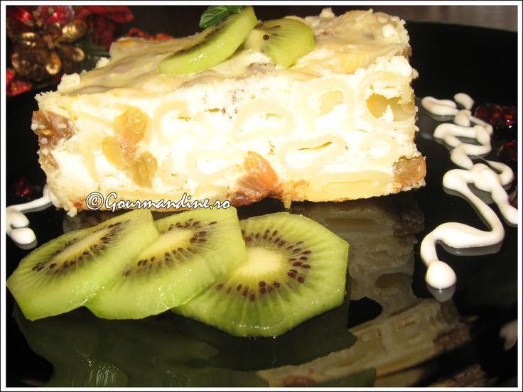 Budinca de macaroane cu branza dulce si stafide