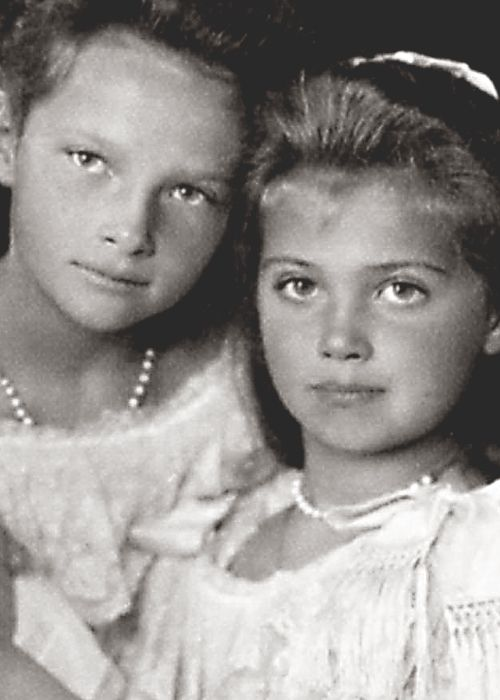 Grand Duchesses Tatiana and Marie Nikolaevna of Russia, 1906.
