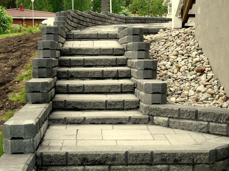 Kaikki kivityöt sisä- ja ulkotiloissa uudisrakentamisesta korjauksiin suurissa ja pienissä kohteissa vuosikymmenen kokemuksella.  Asennamme kaikkia betoni - ja luonnonkiviä. Muurit, portaat, pilarit, reunakivet sekä pihakiveykset ovat osa ammattitaitoamme. Mosaiikkibetonityöt sekä seinäverhoukset erilaisista kivimateriaaleista esim. luonnonkivet ja gramos-julkisivulaatat kuuluvat erikoisosaamiseemme.   www.aalman.fi - Kivityöt p. 0400 159 434 http://www.aalman.fi/?page_id=12