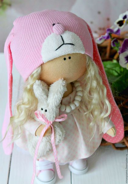 Купить или заказать Малышка зайка в интернет-магазине на Ярмарке Мастеров. Куколка малышка зайка. Рост 24 см. Стоит самостоятельно и сидит самостоятельно. Тело малышки выполнено из трикотажа. Ручки, ножки и голова из трикотажа 'Белый ангел' Платьу выполнено из ткани Tilda.
