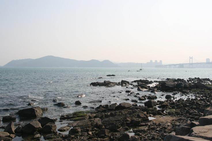 Busan, 동백섬  멀리 보이는 광안대교가 멋집니다.
