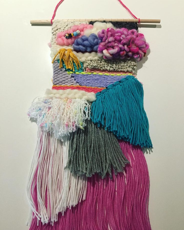 Remake of peekaboo weave for a little girls room 😘 happy hump day  #customorders #weaves #weaving #colourful #popofcolour #remake #peekaboo #walldecor #kidsdecor #kidsroom #girlsroom #weavingaustralia #countdown