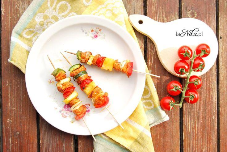 Szaszłyki z kurczakiem, ananasem i warzywami