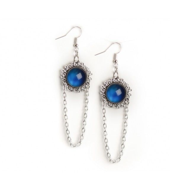 Silver lining earrings. available at www.aconite.at