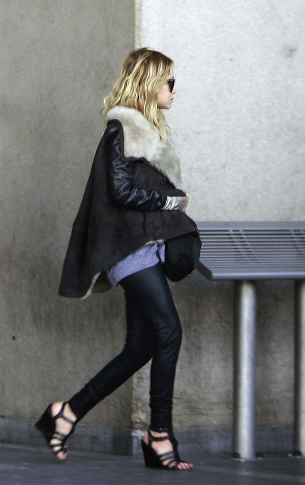 AIRPORT LOOK: MARY-KATE | FUR-LINED COAT + GLADIATOR SANDALS IN PARIS