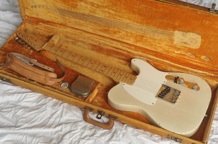 1958 Fender Esquire with it's superb, original tweed hard shell case which still has the original Fender case emblem. http://www.vintageandrare.com/product/Fender-Esquire-1958-Blonde-47185 #VintageandRare #Fender
