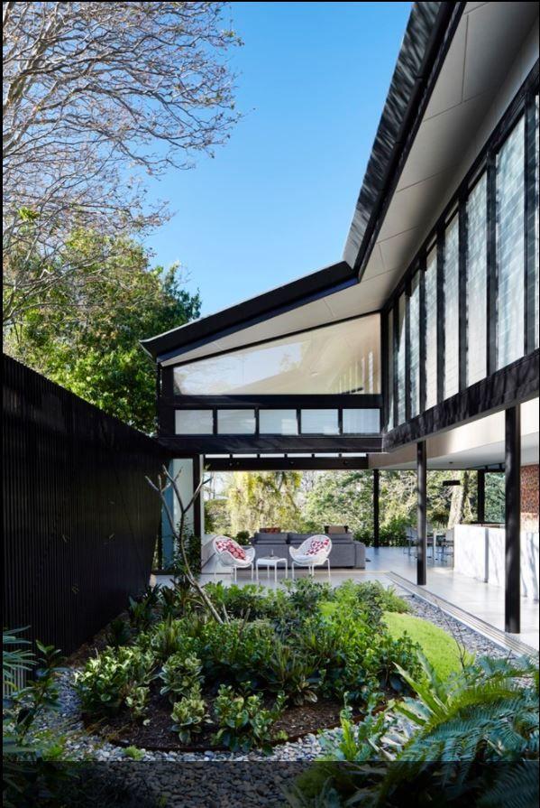 Bardon House / Bureau Roberts