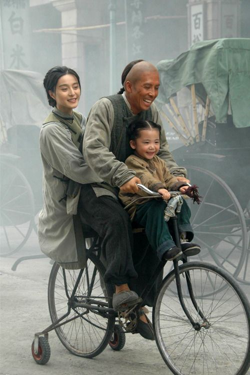 """"""" Dans une famille, on est attachés les uns aux autres par des fils invisible…"""