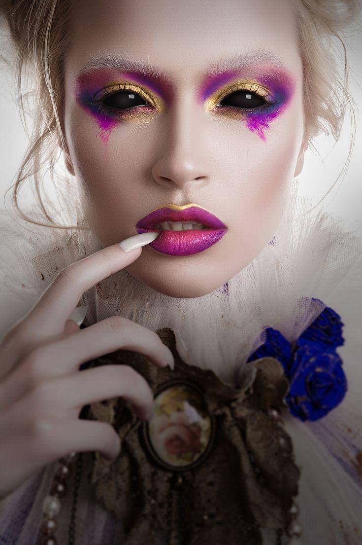 Halloween Make-up Idee mit schwarzen Sclera Kontaktlinsen – aricona Farblinsen-Shop