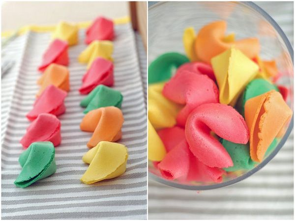 DIY fortune cookies..... so making this with my daughter in her fav colors