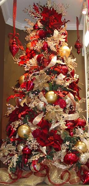 Christmas beautiful red gold christmas treechristmas for Red gold christmas tree decorating ideas