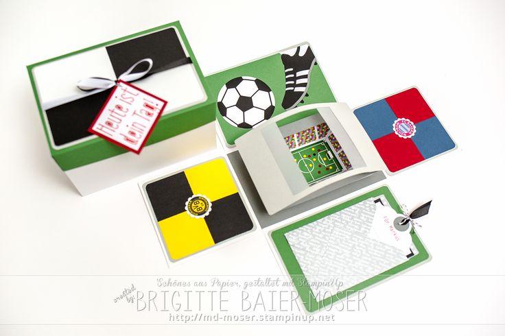 Handgemachte Explosionsbox mit einem Fußballstadion - als Geschenkgutschein für eine Fußballreise. Brigitte Baier-Moser - http://mediendesign-moser.at
