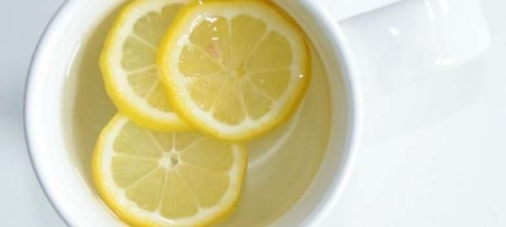 10 Razones por las que debemos beber agua tibia con limón en la mañana