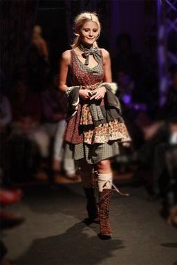 Fashion From Spain >> Feature story >> Ian Mosh: poetic knitwear