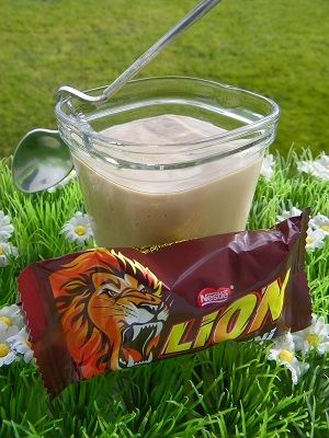 Ingrédients : 10 mini LION 500 g de lait 2 œufs entiers 20 g de Maïzena 40 g de crème fraiche Préparation: mettre les mini Lion ® dans le bol et mixer 10 secondes à vitesse 6 ajouter tous les ingrédients sans la crème fraiche et mixer 6 secondes à vitesse...