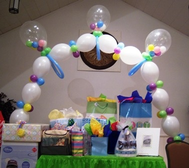 Baby Rattle Arch with LINK-O-LOON®, so cute, artist unknown.