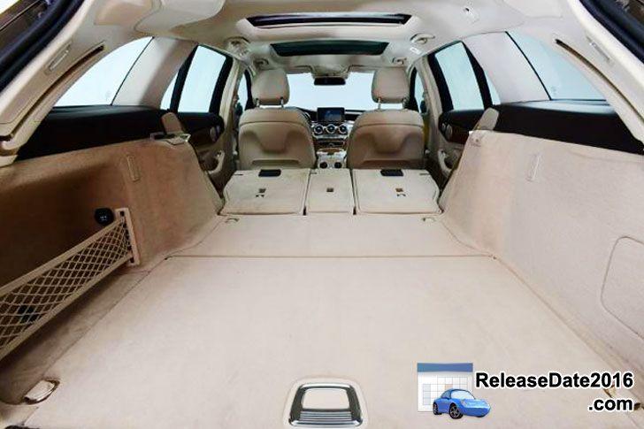 2014 Mercedes C-Class Estate cargo area