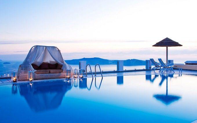 エーゲ海の絶景スポット!サントリーニ島の白と青のコントラストが夢のような美しさ | RETRIP