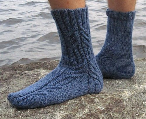 Merenkulkija Sock pattern is a basic cabled design for worsted weight sock yarns. The instructions include two different cable patterns.
